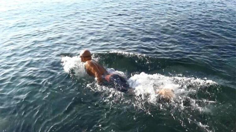 Atatürk'ü anmak için 10 kilometre yüzdü