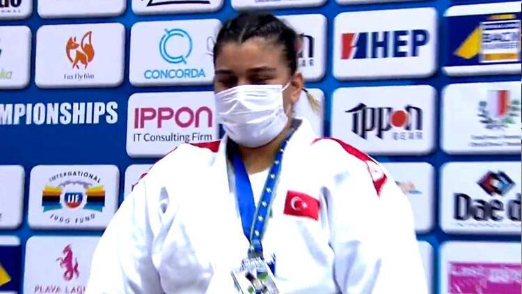 Milli sporcu Kübranur Esir, gümüş madalya aldı