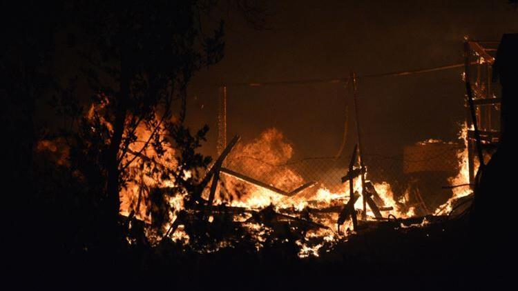 Arnavutköy'de tamirhanede yangın paniği