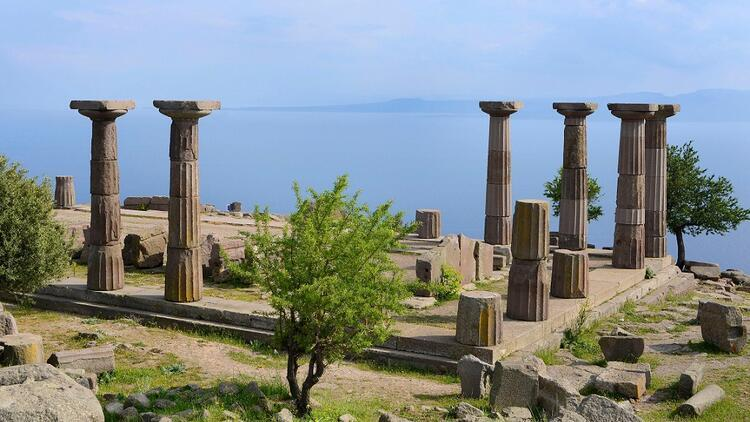 Edremit'ten Çanakkale'ye uzanan yol üzerindeki üç antik kent: Antandros, Assos ve Apollon Smintheus Tapınağı