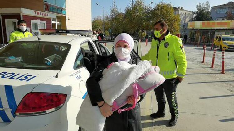 Hasta bebek, polis aracıyla hastaneye götürüldü