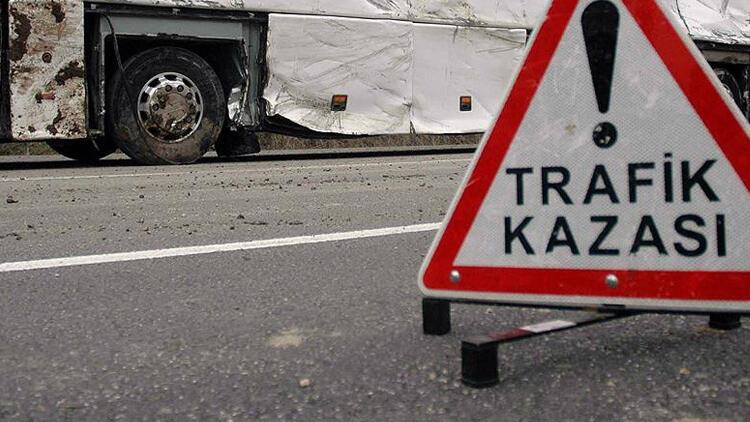 Şanlıurfa'da otomobil ile tır çarpıştı: 1 ölü, 3 yaralı