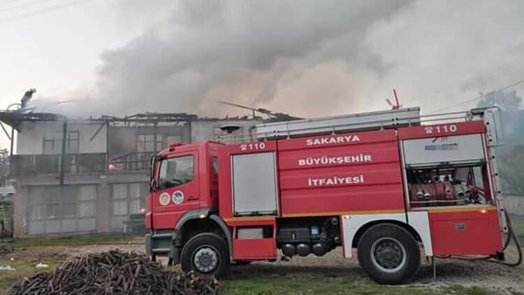Sakarya'da 2 ev yandı