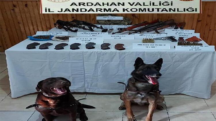 Ardahan'da silah ve mühimmat kaçakçıları kıskıvrak yakalandı