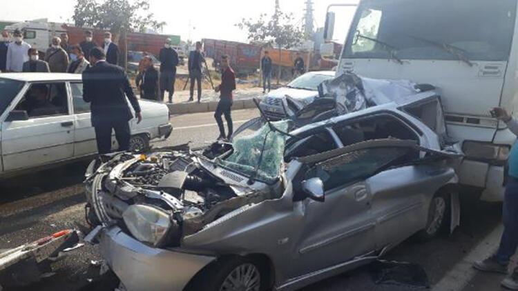 TIR'a çarpan otomobile, arkadan gelen başka TIR çarptı: 2 yaralı