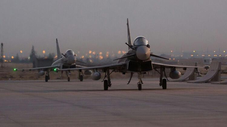 Konya'da dikkat çeken anlar! İngiltere Kraliyet Hava Kuvvetleri'nin 2 uçağı...