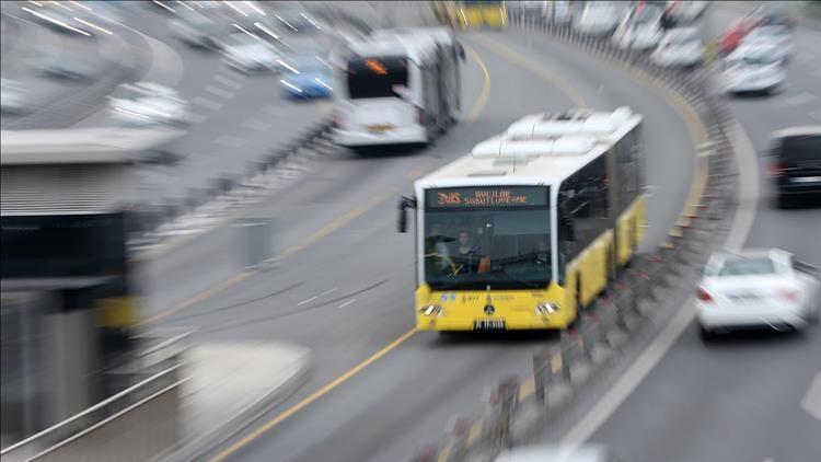 Metrobüste çıkan yangın nedeniyle seferler aksadı