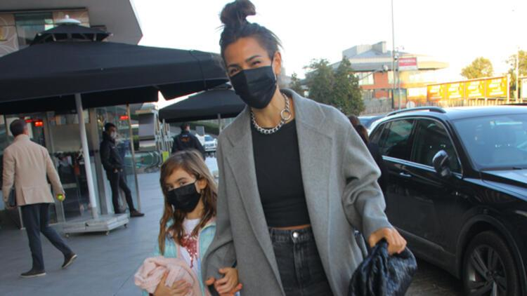 Zeynep Tokuş ve kızı alışverişte