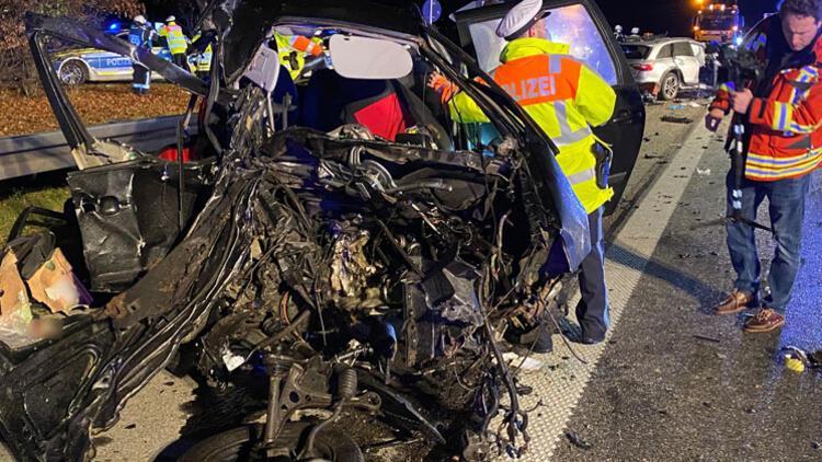 Ters yöne giren araç dehşet saçtı: 4 kişi öldü