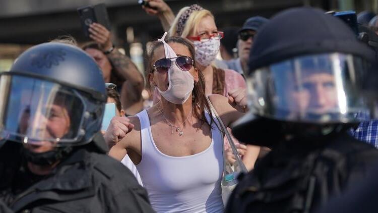 Korona krizi karşıtları Berlin'i karıştırdı