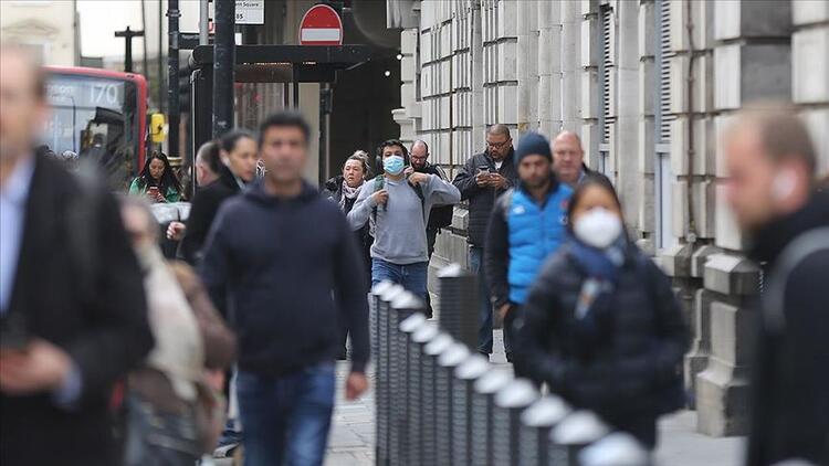 İngiltere'de güncel koronavirüs rakamları açıklandı