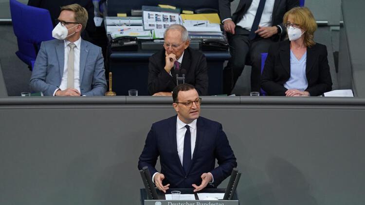 Almanya'da 'Enfeksiyon Koruma Yasası' Meclis'ten geçti