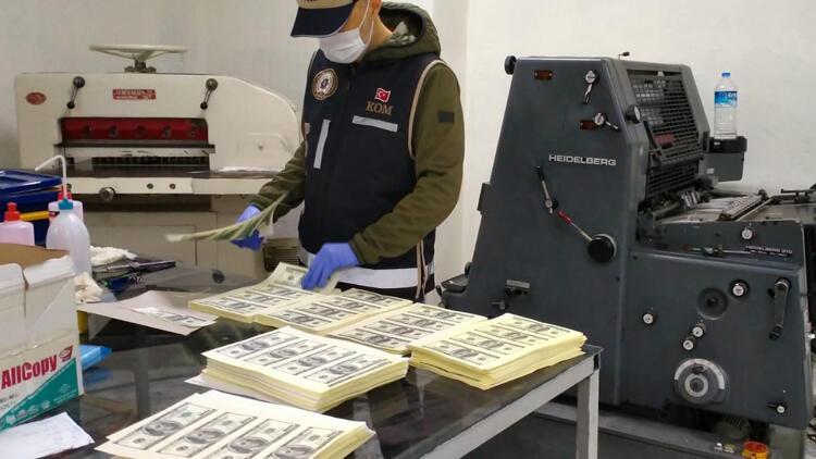 Kocaeli'de piyasaya 1,5 milyon dolar sahte para sürmeye çalışan kalpazanlar yakalandı