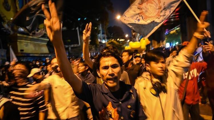 Tayland'da protestocuların talep ettiği anayasal reform tasarıları mecliste onaylandı