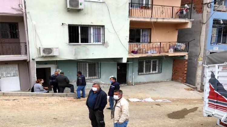 Birinci kattaki evinde çıkan yangında balkondan atlayan kadın yaralandı