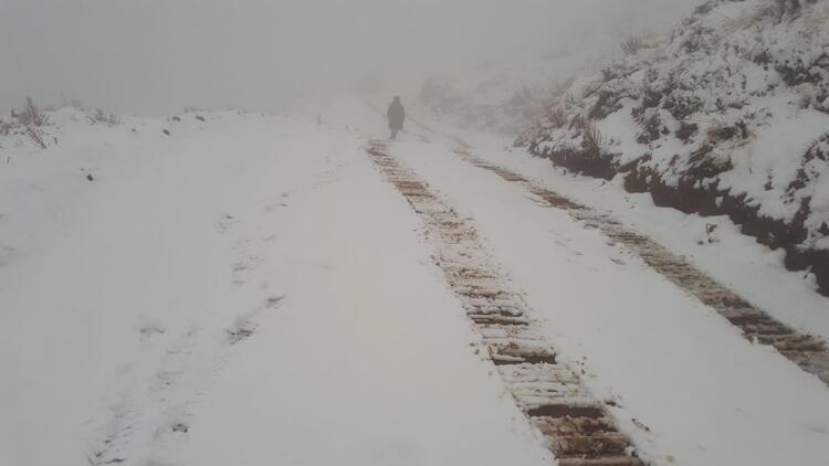 Alaşehir'e yılın ilk karı yağdı
