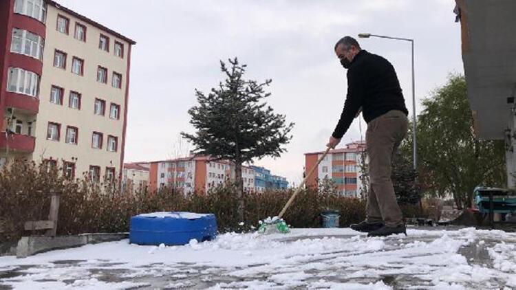 Kars'ta mevsimin ilk karı yağdı