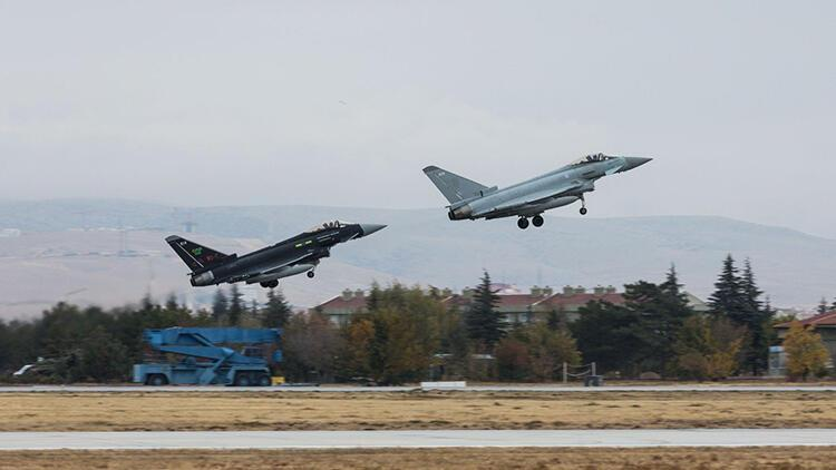 Türk ve İngiliz jetleri Konya'da eğitim uçuşu gerçekleştirdi