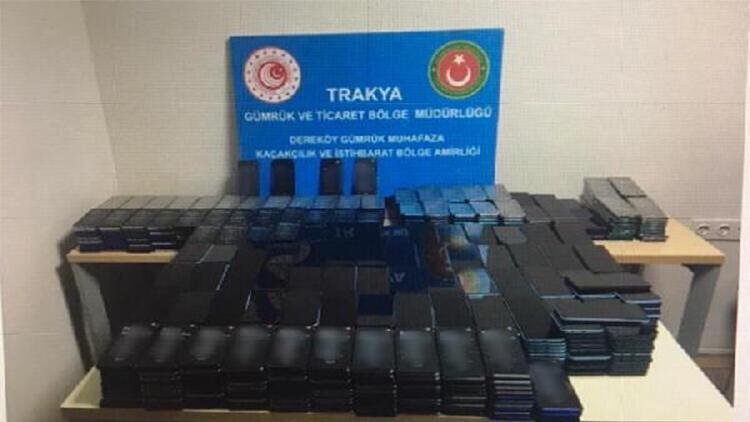 Bulgaristan'dan gelen minibüse gizlenmiş 1117 cep telefonu ele geçirildi