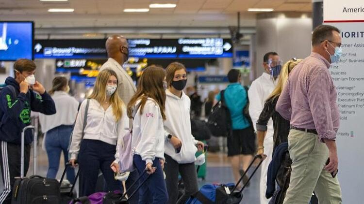ABD'de uyarılara rağmen Şükran Günü'nde tatil planlayan en az 2 milyon kişi havalimanlarına akın etti