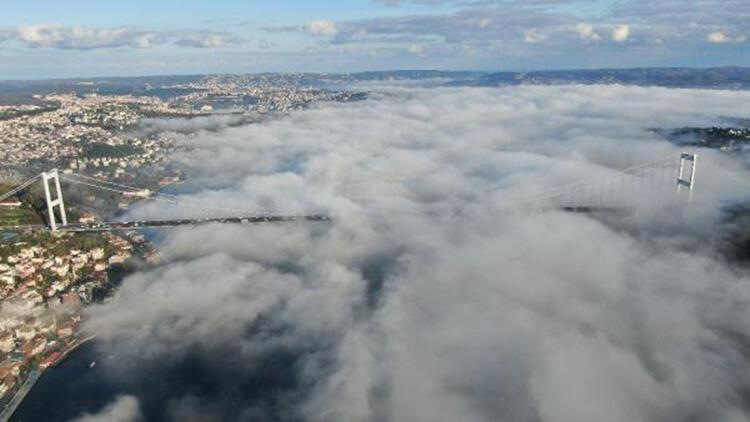 İstanbul Boğazı'ndaki yoğun sis havadan fotoğraflandı