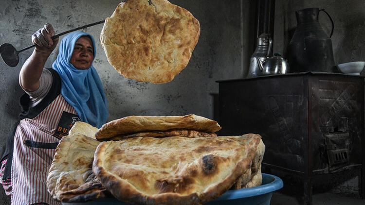 Karslı kadınlar ekmeklerini kendi yapıyor... İlçedeki fırına gitmeye gerek kalmıyor