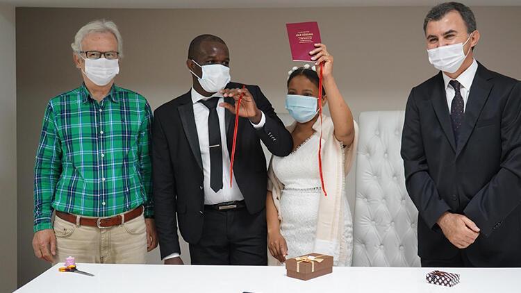 Haitili çift, Lüleburgaz'da evlendi