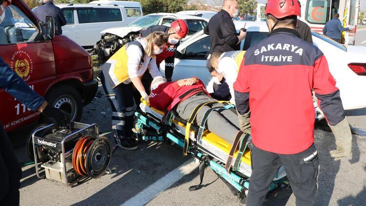 Sakarya'da karantinadan çıktı, kontrol için hastaneye giderken kazada yaralandı