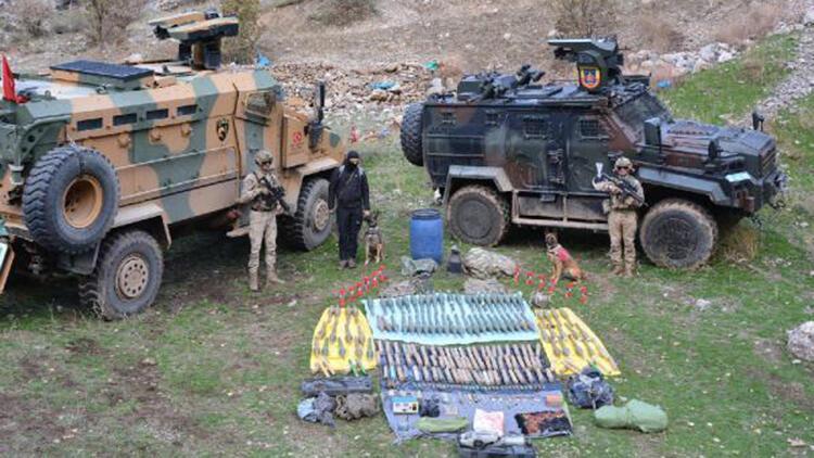 Hakkari'de, teröristlere ait 4 sığınakta mühimmat ve silahlar bulundu
