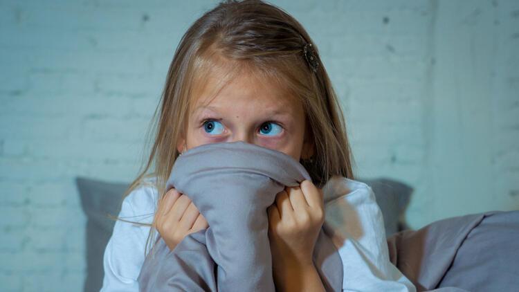 Deprem travması yaşayan çocuğa nasıl yaklaşmalı?