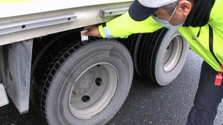 Pendik'te araçlarına kış lastiği takmayan sürücülere ceza