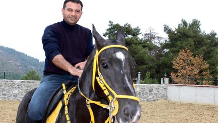 Yarış hayatı biten atlarla çocukluk hayalini gerçekleştirdi