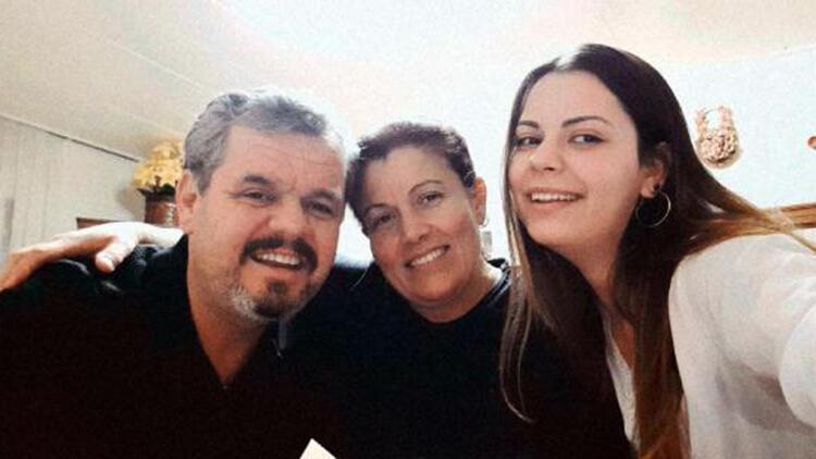 Anne ve babası işitme engelli olan Deniz, işaret dili eğitmeni oldu