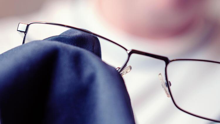 Maskeden buğulanan gözlük camlarınızı temizlemek için ipuçları