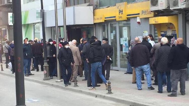 Samsun'da sokaklarda insan yoğunluğu