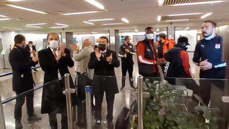 Sivasspor'a İsrail'de büyük ayıp! Kafile havalimanında bekletildi