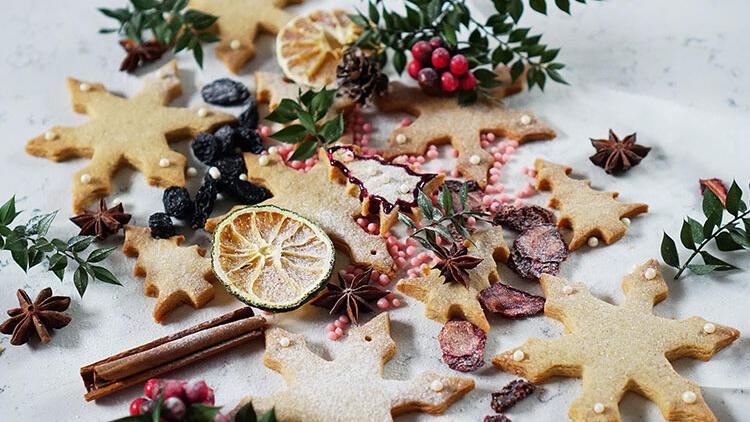 Yeni yıl bahane, kar tanesi tarçınlı kurabiyeler şahane