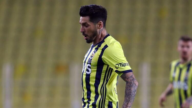 Son Dakika   Fenerbahçe'de Jose Sosa antrenmana katılmadı
