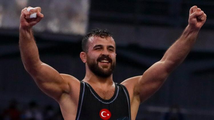 Milli güreşçi Muhammet Nuri Kotanoğlu, Dünya Kupası'nda gümüş madalya kazandı