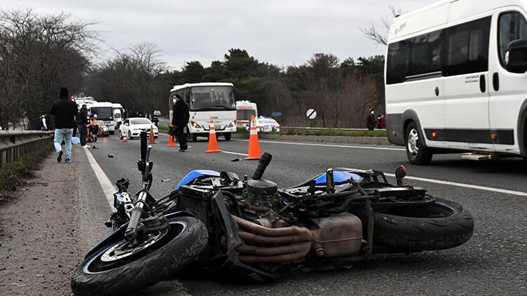 Motosikletten düşüp bariyere çarpan sürücü öldü