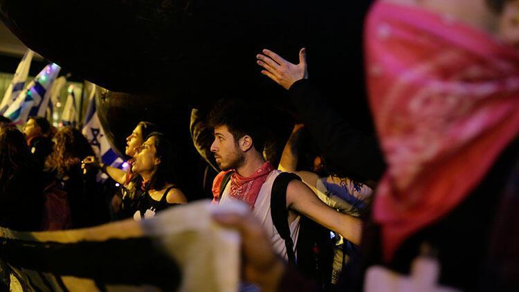 İsrail'de protestolar sürüyor! 'Netanyahu evine git'