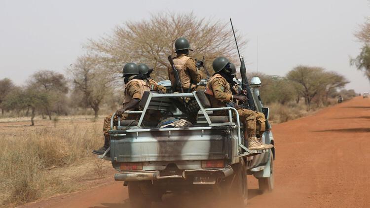 Nijer'de askeri araca düzenlenen saldırıda 5 asker hayatını kaybetti