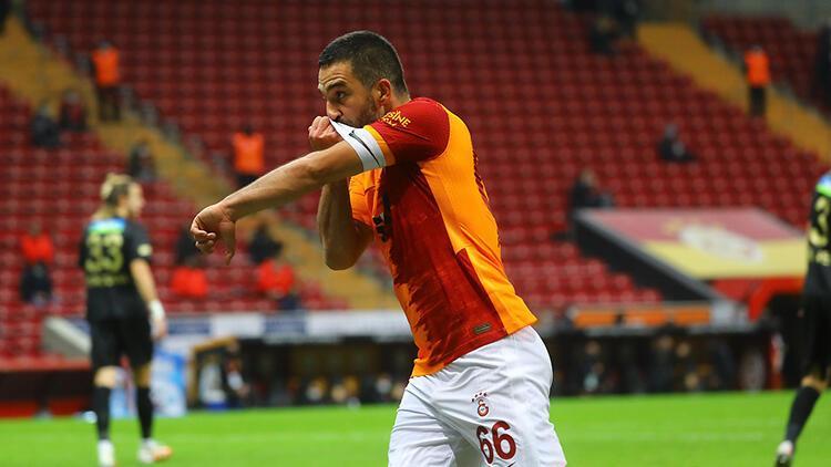Galatasaray'da Arda Turan'dan takıma kaptan dokunuşu!