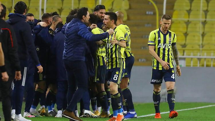 Fenerbahçe'de Erol Bulut'tan galibiyeti getiren 3 kritik karar!