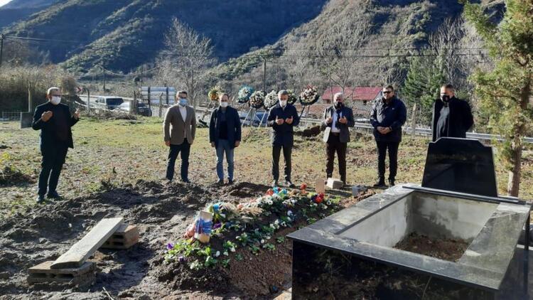 Trabzonspor Kulübü Başkanı Ağaoğlu, Özkan Sümer'in mezarını ziyaret etti