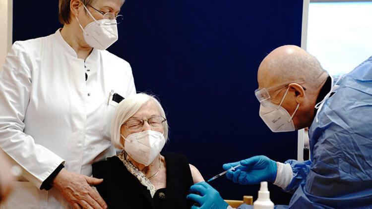 Almanya'da aşı sevinci