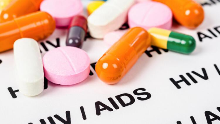 Güvenilir yerlerde manikür, dövme ve piercing yaptırın! HIV bulaşma riski var