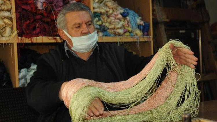 Kıbrıs gazisi, 40 yıldır ipek halı dokuyor