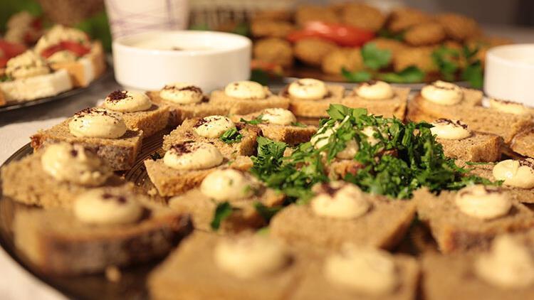 Yeni yıl sofrasına en lezzetli ekmek üstleri ve mezeler