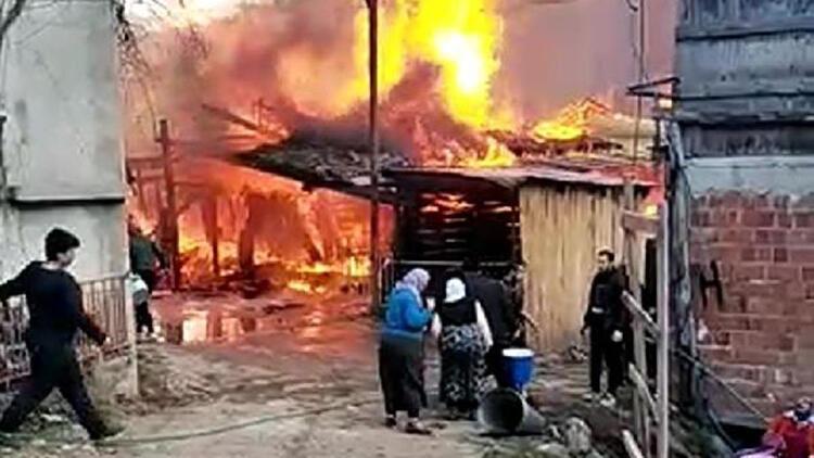 Borçka'da marangoz atölyesinde yangın